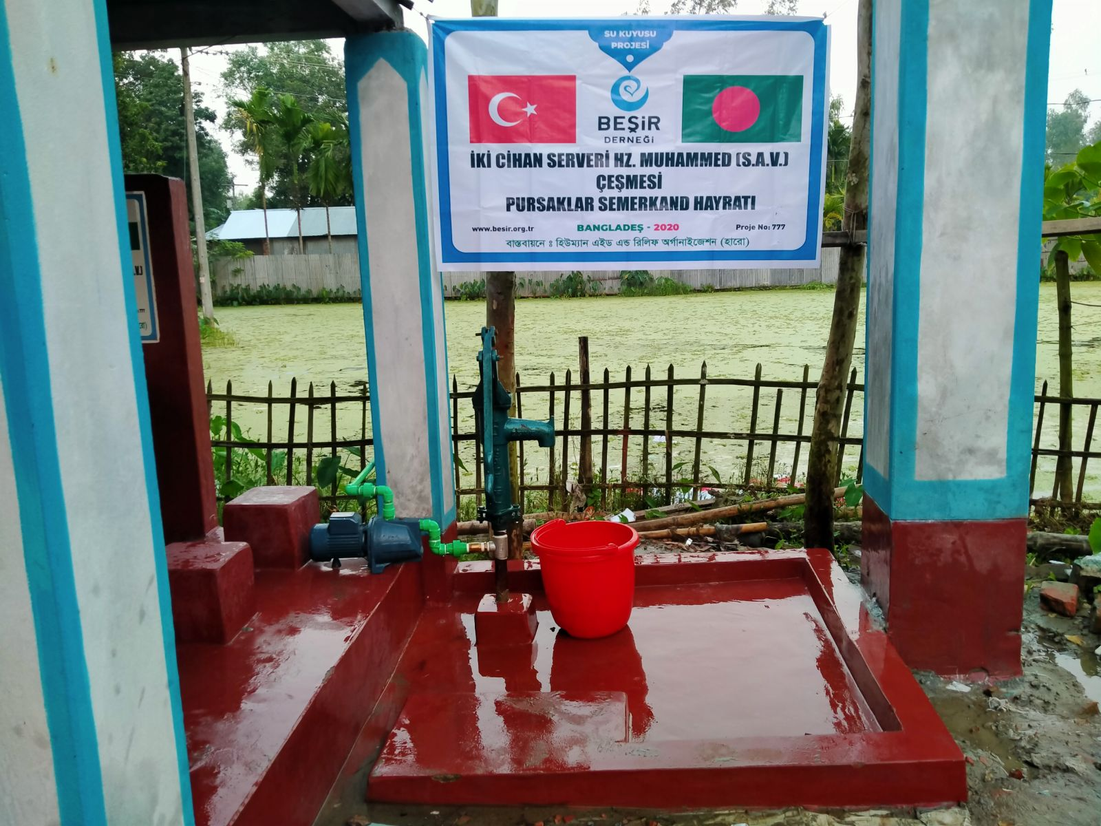 Bangladeş'te Yeni Bir Su Kuyusu ve Çeşme