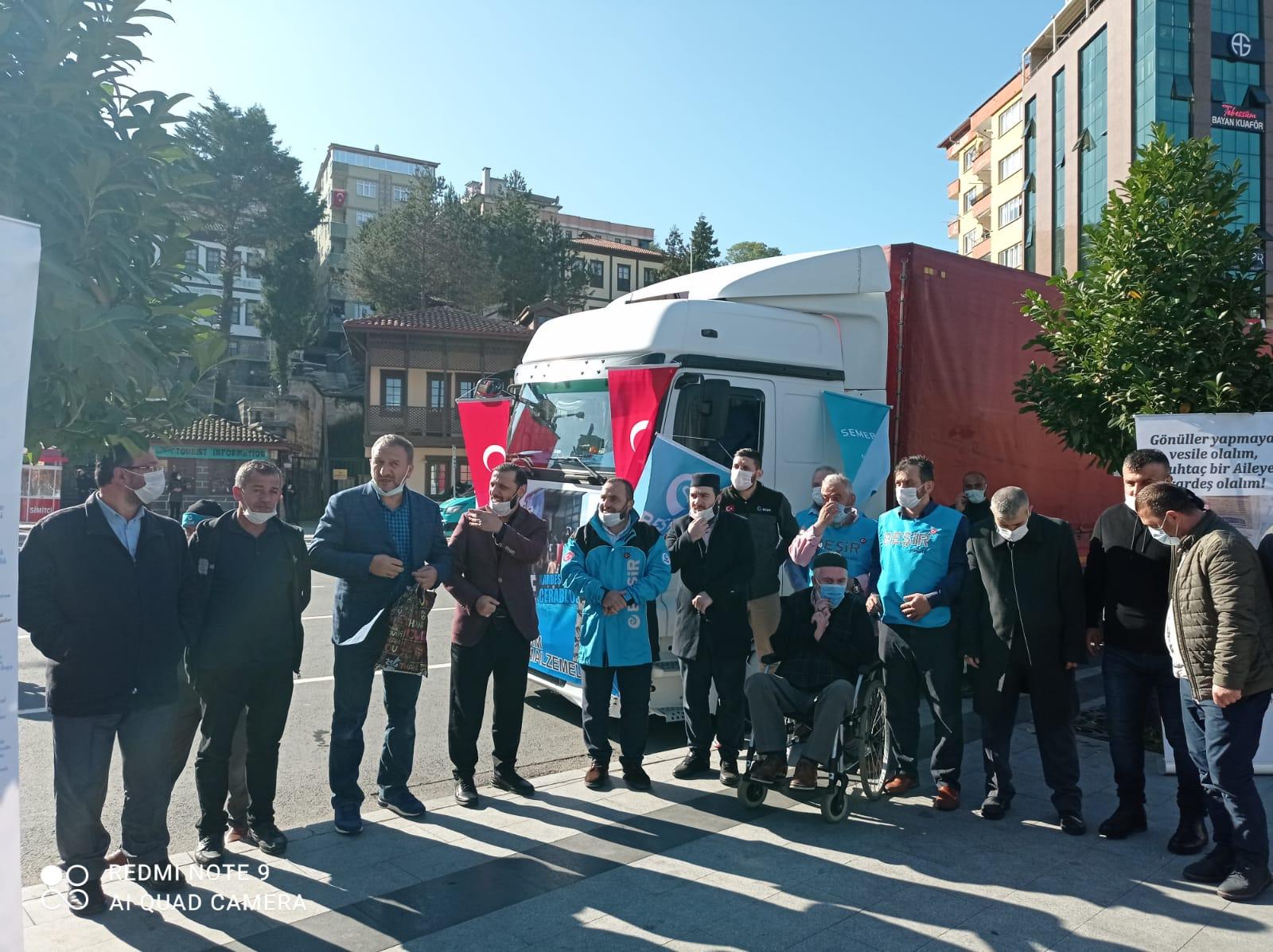 Mobil Aşevimiz İzmir'de Faaliyet Göstermeye Devam Ediyor.