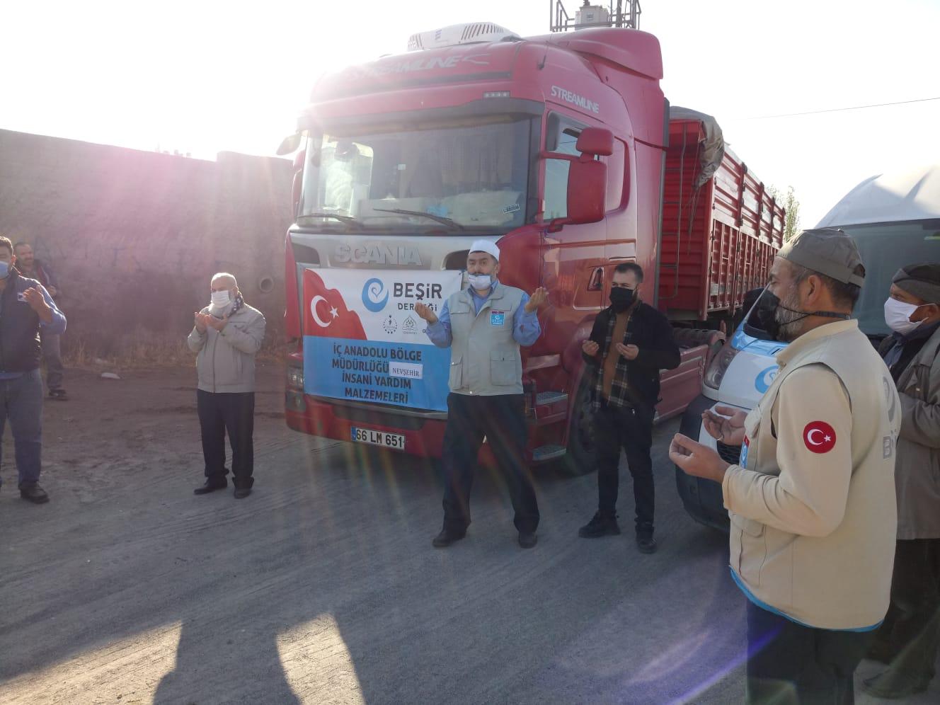 Rize , Nevşehir ve Eyyübiye'den İdlibe İnsani Yardım Tırı Dualarla Uğurlandı