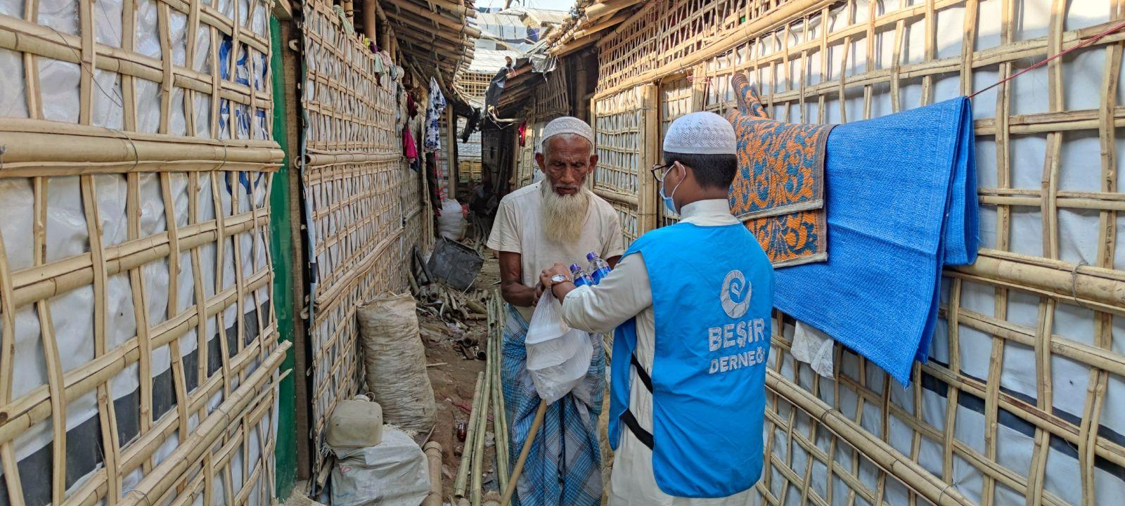 Bangladeş'teki Aşevimizde 1000 Kişiye İftar