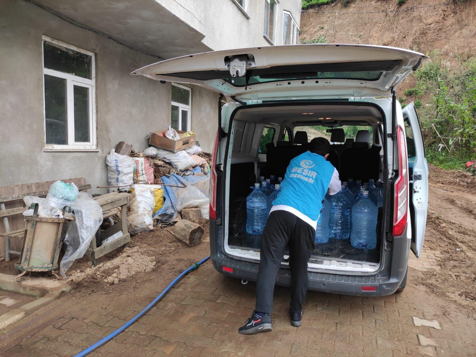 Rize'de Yaşanan Sel Felaketi Sonrası 1 Tır Su Yardımında Bulunduk.