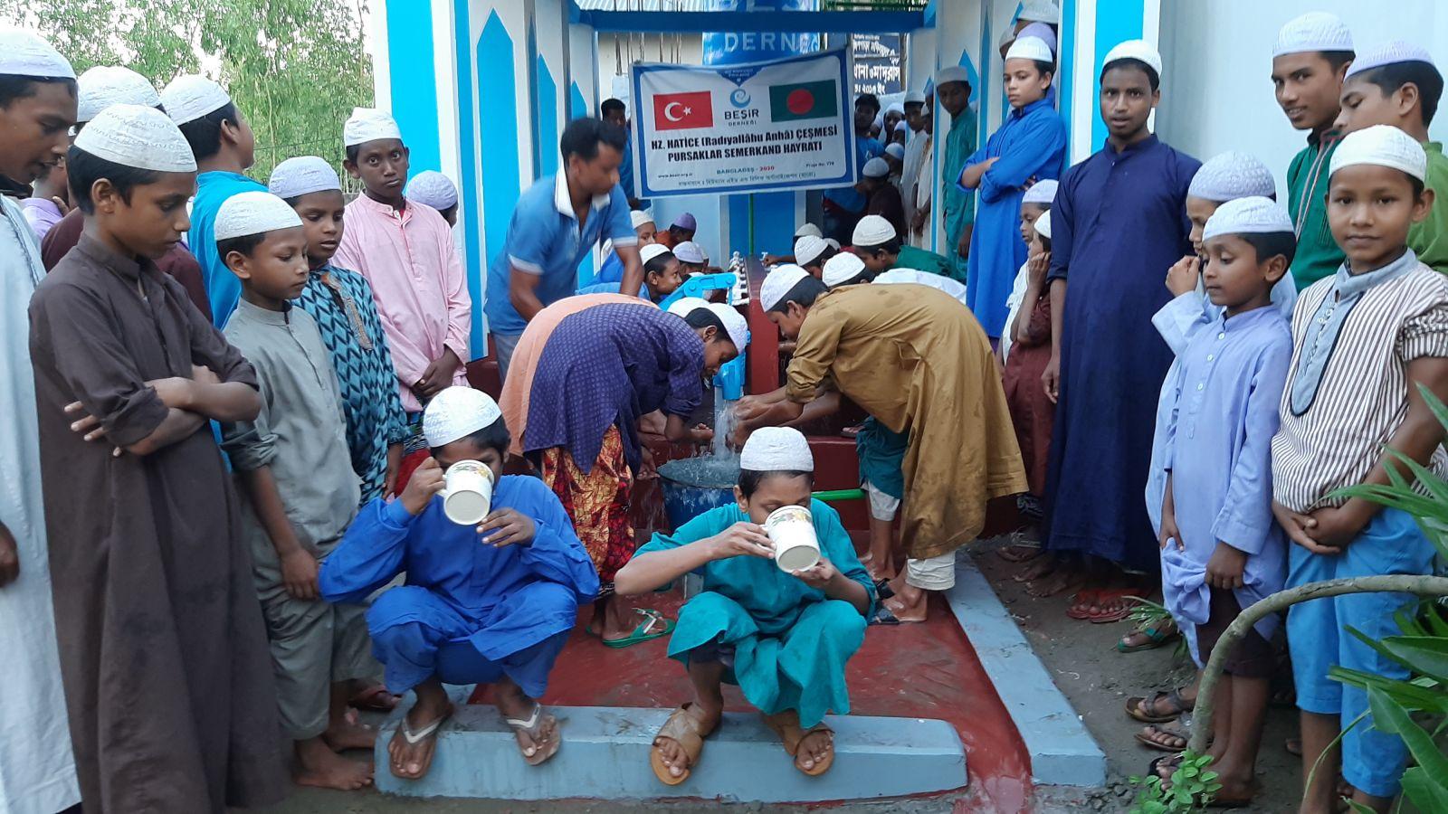 Bangladeş'te 1500 Kişiye Su Kuyusu