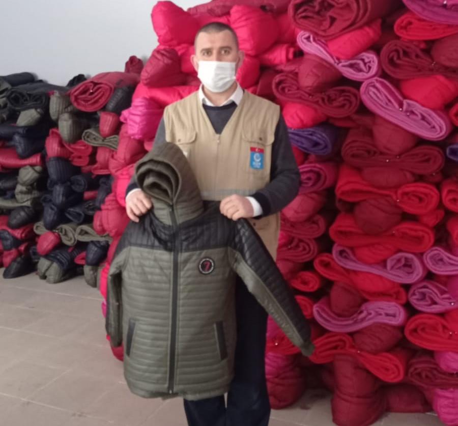 Savaş Mağduru Yetimlere Kışlık Giyecek Yardımı