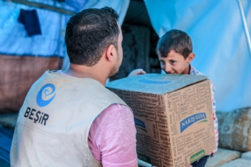 Gıda Yardımları,İnsani Yardım,Suriye Yardımları,Yurtdışı Yardımları,Beşir Derneği, Suriye, azez, gıda dağıtımı